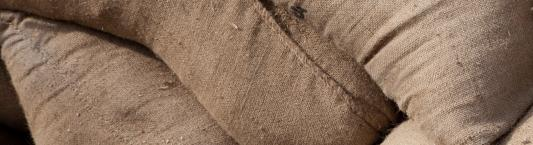 Why are sandbags made of burlap still used